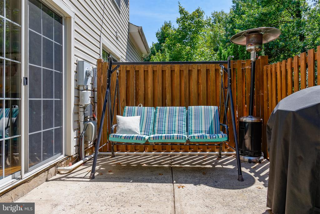 BACK PATIO ALLOWS GRILLING AND HAS A PRIVACY FENCE - 43341 GREYSWALLOW TER, ASHBURN