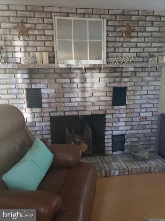 Fireplace - 82 N LAYCOCK ST, HAMILTON