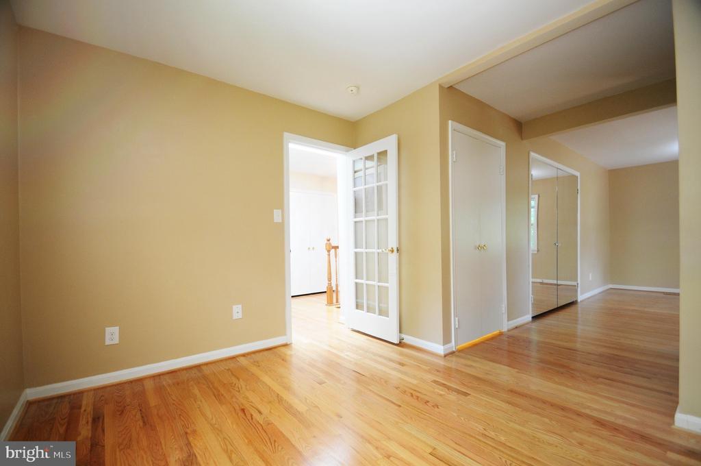 Sitting Room Adjacent to Master Bedroom - 11107 BRADDOCK RD, FAIRFAX