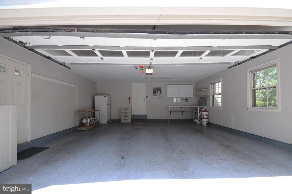 Oversized 2-Car Garage - 11107 BRADDOCK RD, FAIRFAX