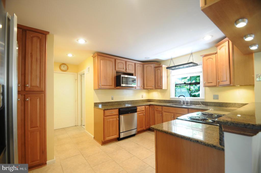 Kitchen Storage Cabinet - 11107 BRADDOCK RD, FAIRFAX