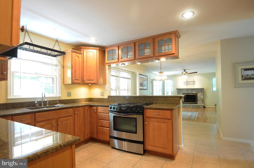 Kitchen Open to Breakfast Area and Family room - 11107 BRADDOCK RD, FAIRFAX