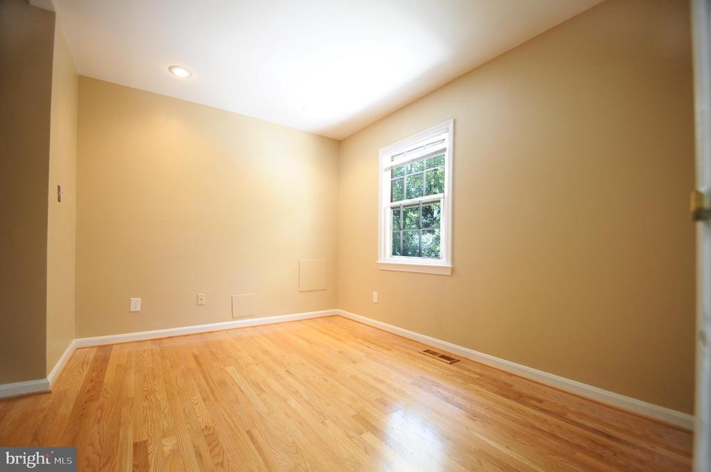 Large Sitting Room - 11107 BRADDOCK RD, FAIRFAX