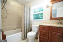 Upper Level Full Bathroom - 11107 BRADDOCK RD, FAIRFAX