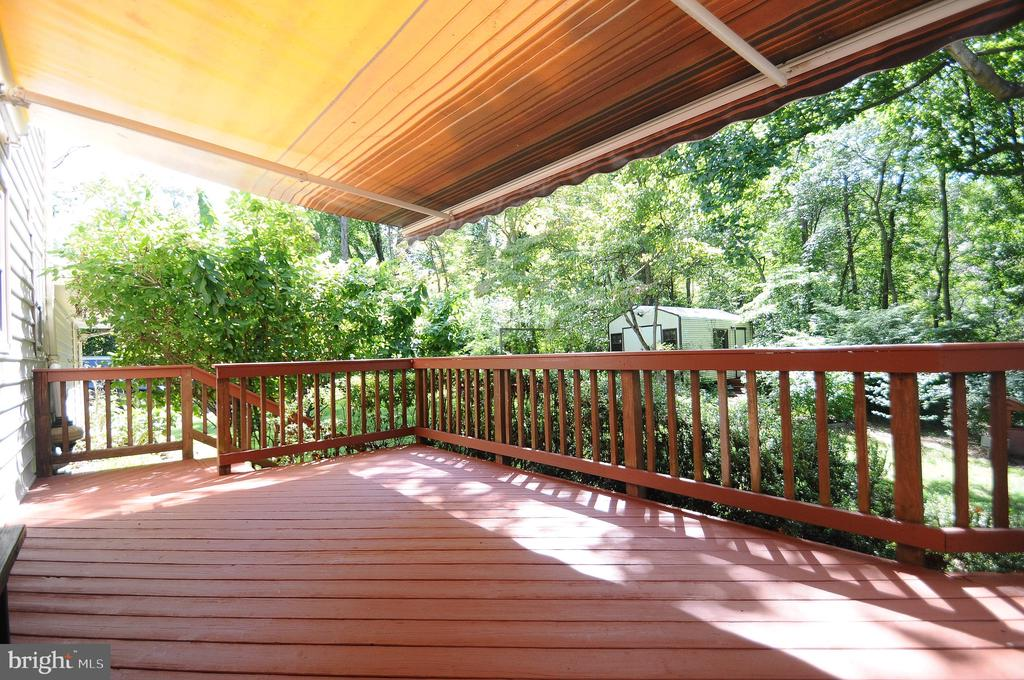 Large Deck with powered Awning - 11107 BRADDOCK RD, FAIRFAX