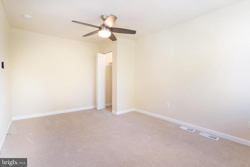 Master Bedroom w/Ceiling Fan & Remote - 5321 GAY ST NE, WASHINGTON
