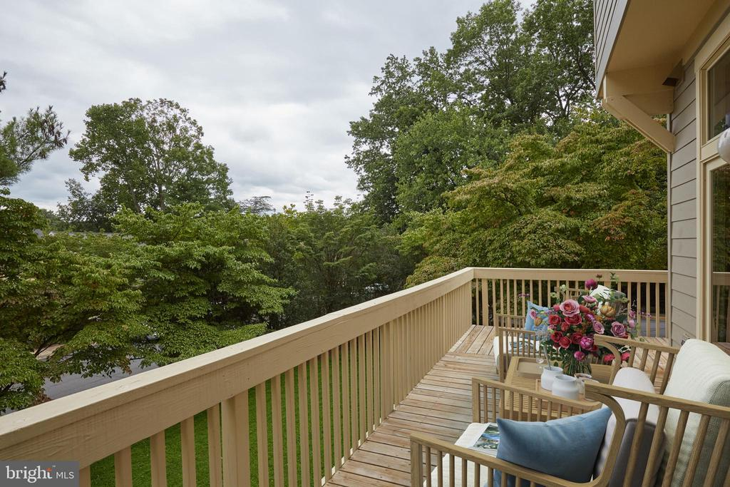 30 Foot Long Deck on Rear and Side of Home - 11117 WATERMANS DR, RESTON