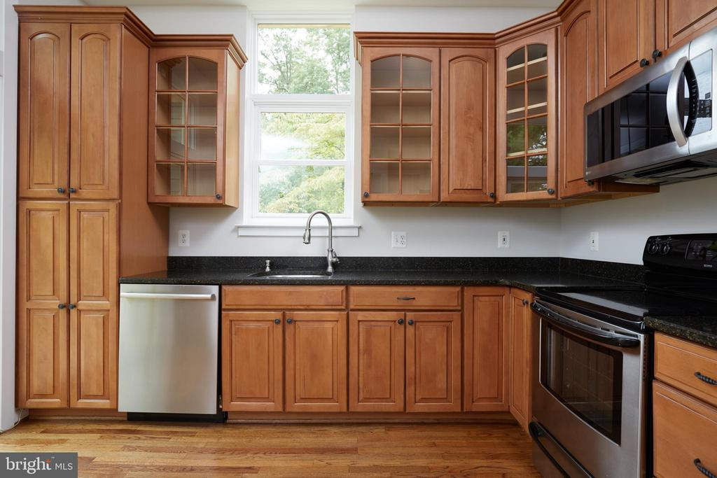Gourmet Kitchen with Silestone Counters - 11117 WATERMANS DR, RESTON