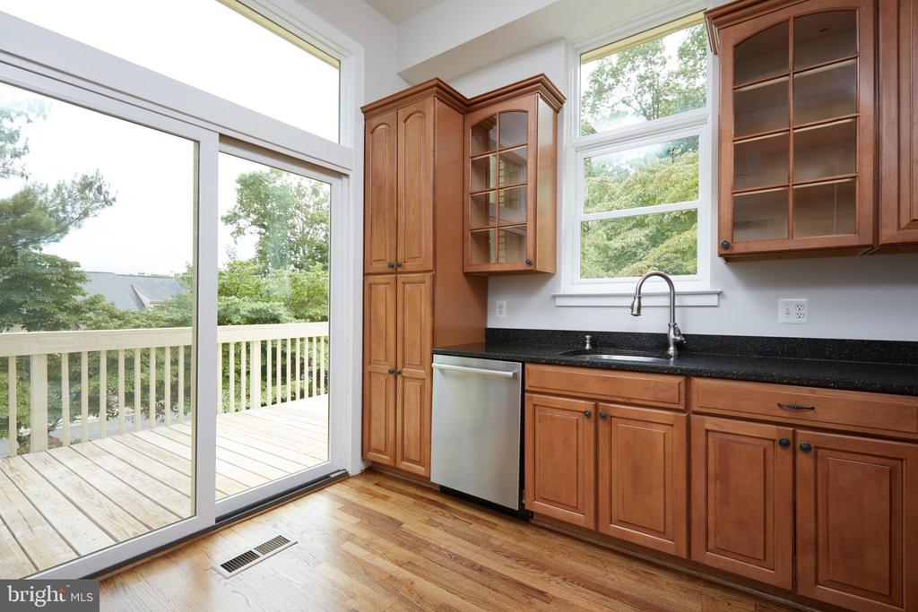 Gourmet Kitchen with Stainless Appliances - 11117 WATERMANS DR, RESTON