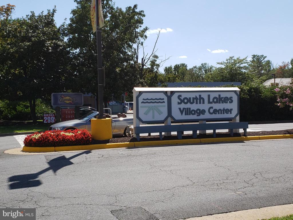 Under 1 Mile to South Lake Village Center - 11117 WATERMANS DR, RESTON