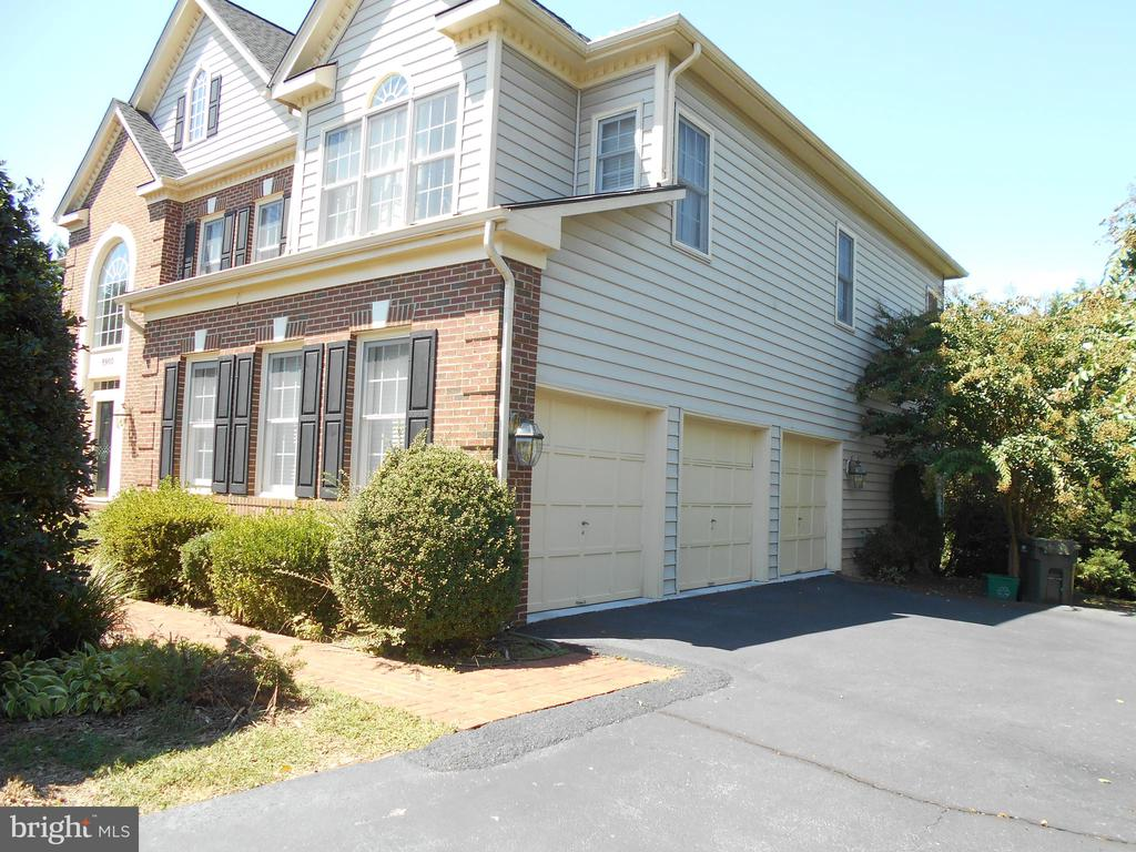 3 CAR GARAGE WITH EXTENSION - 8900 GRIST MILL WOODS CT, ALEXANDRIA