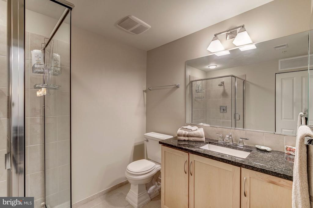 Second bathroom with glass enclosed shower - 888 N QUINCY ST #909, ARLINGTON