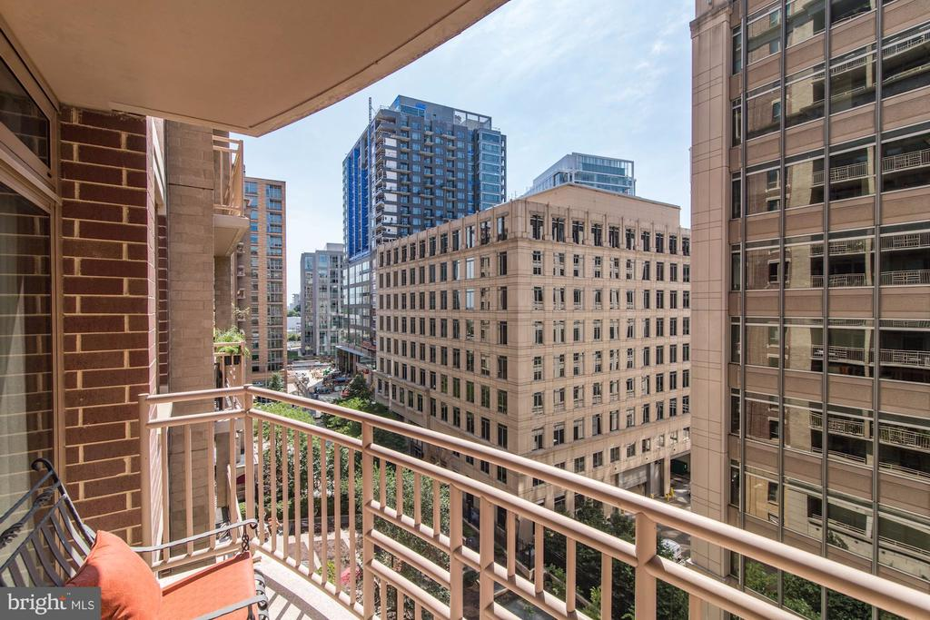 Balcony - 888 N QUINCY ST #909, ARLINGTON