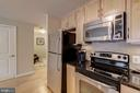 Kitchen with maple cabinets - 888 N QUINCY ST #909, ARLINGTON