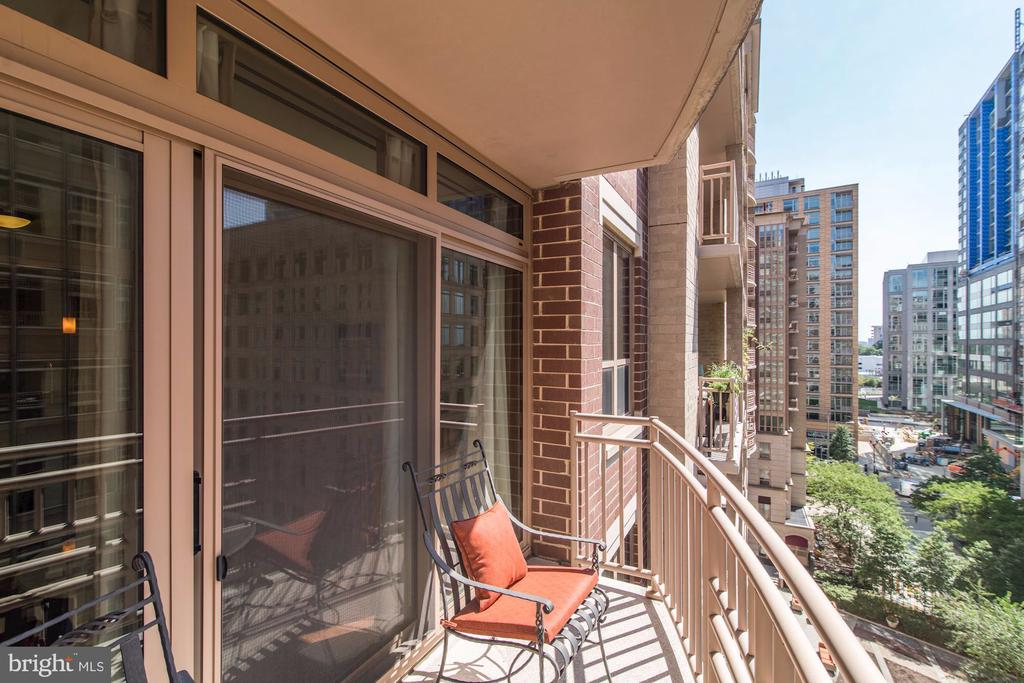 Balcony looking south - 888 N QUINCY ST #909, ARLINGTON