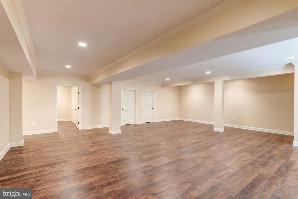 Lower Level Family Room - 120 KINGSLEY RD SW, VIENNA