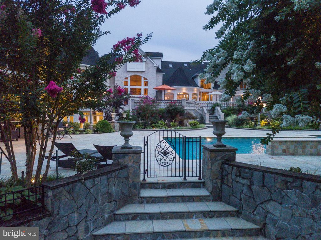 Gated pool - 9822 BEACH MILL RD, GREAT FALLS