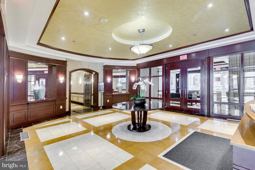 Lobby with 24 hour concierge - 888 N QUINCY ST #909, ARLINGTON
