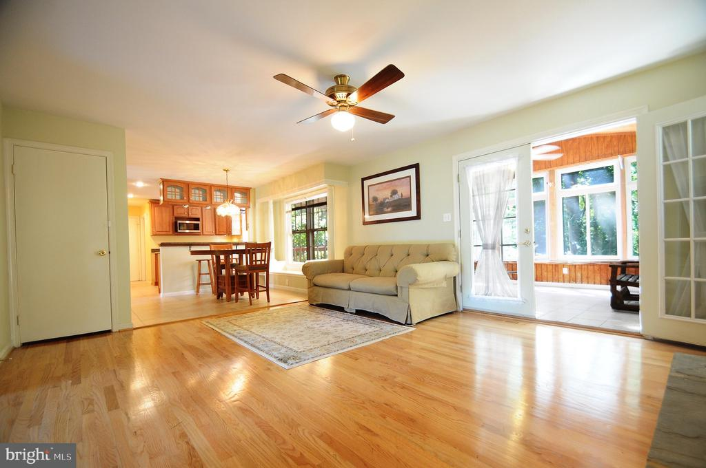Family Room with Entrance to Sunroom - 11107 BRADDOCK RD, FAIRFAX