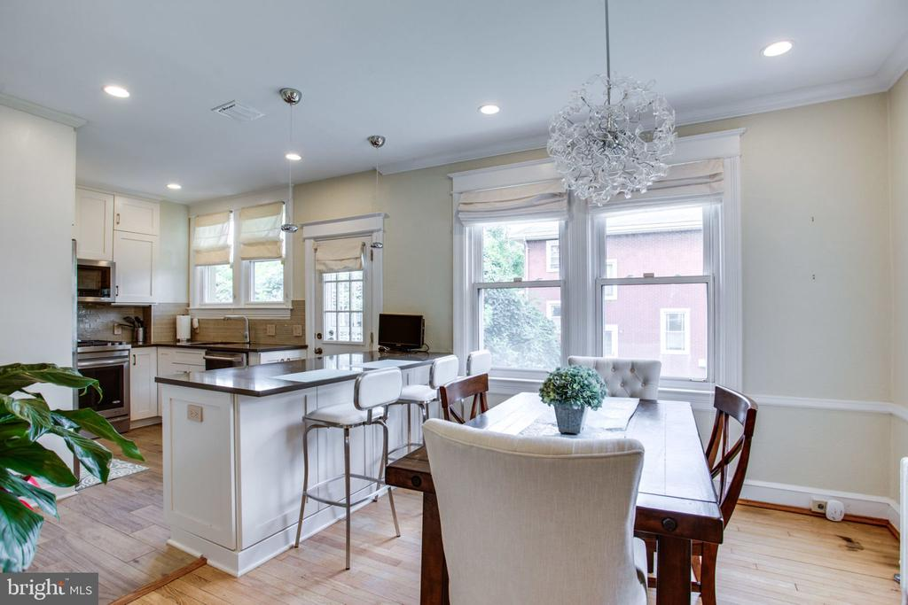 Open kitchen & dining area, great for entertaining - 2229 QUINCY ST NE, WASHINGTON
