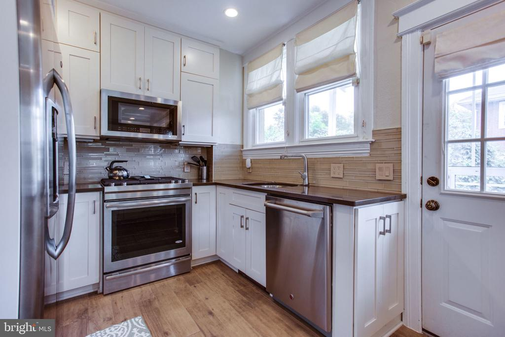 All stainless steel appliances - 2229 QUINCY ST NE, WASHINGTON