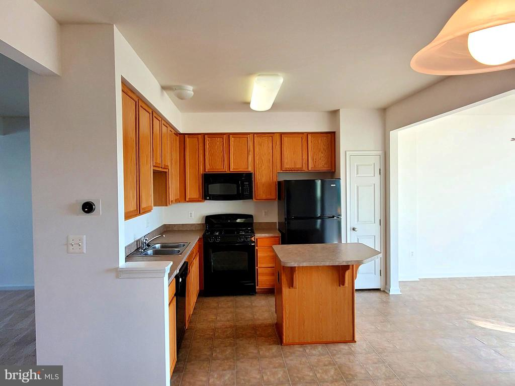 Light Filled Kitchen and dining space. - 56 SHORT BRANCH RD, STAFFORD
