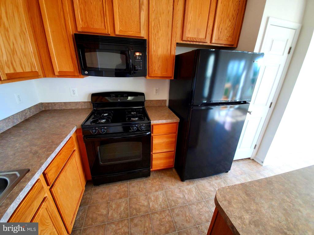 Kitchen offers all appliances and abundant storage - 56 SHORT BRANCH RD, STAFFORD
