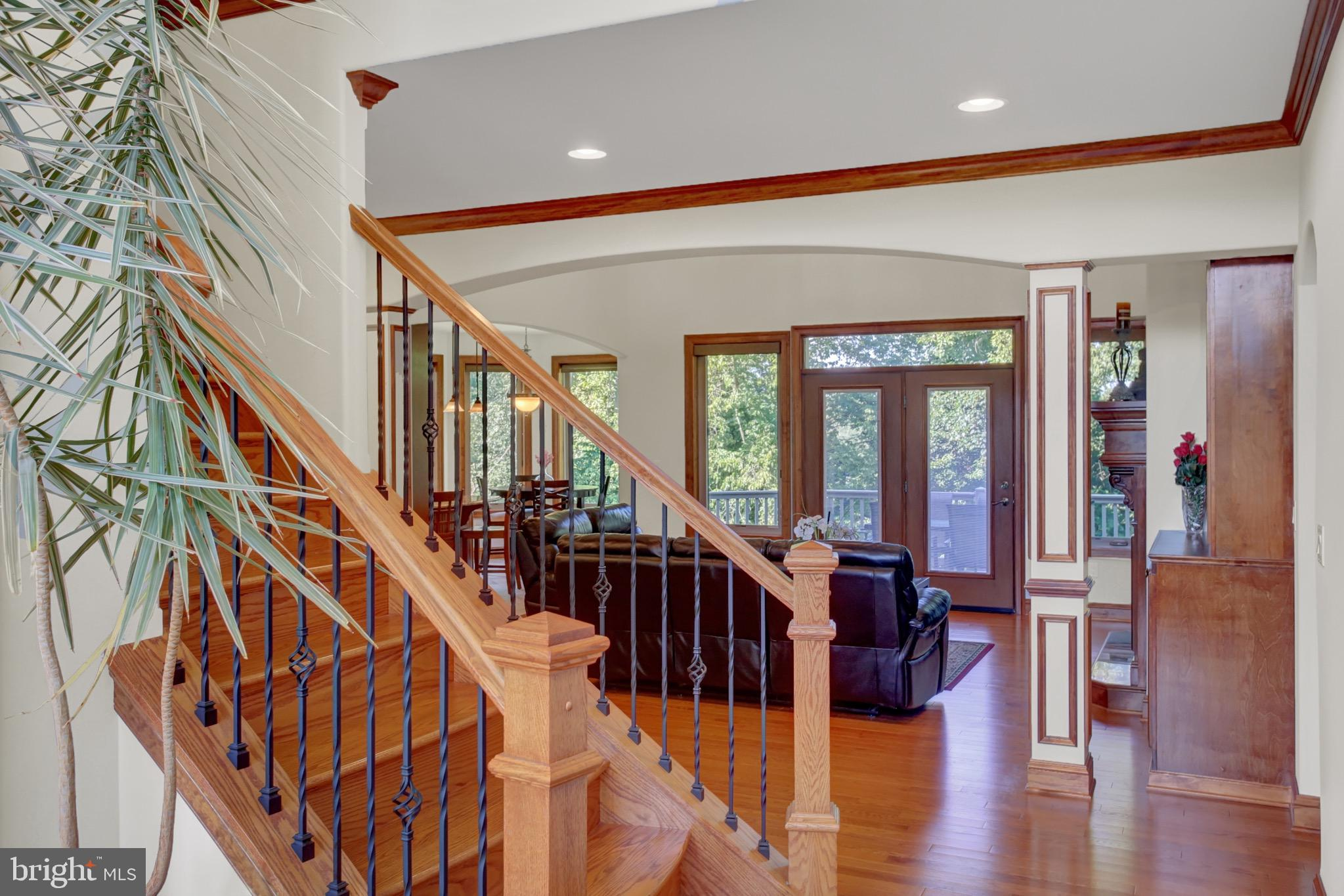 Curved stairway to 2nd floor