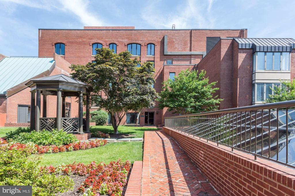 Gardens of Georgetown Park - 1080 WISCONSIN AVE NW #103/104, WASHINGTON