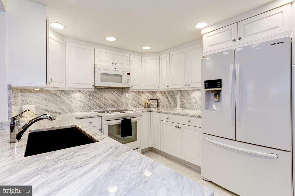 Solid marble backsplash, waterfall countertop - 1080 WISCONSIN AVE NW #103/104, WASHINGTON