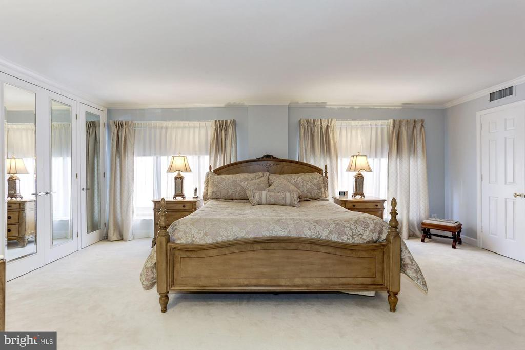 Large Master bedroom with room for king bed - 1080 WISCONSIN AVE NW #103/104, WASHINGTON