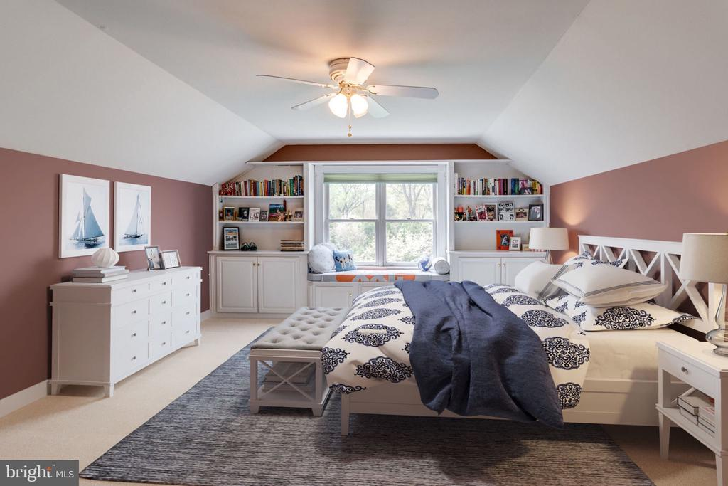 2nd Upper Level Bedroom with Built-ins. - 10114 LAWYERS RD, VIENNA