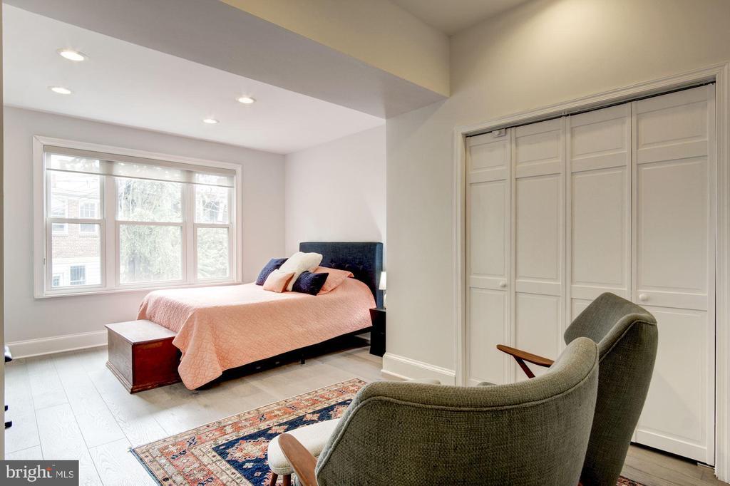 2nd second-level bedroom - 1347 CONSTITUTION AVE NE, WASHINGTON
