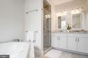Private third level master bathroom - 1347 CONSTITUTION AVE NE, WASHINGTON