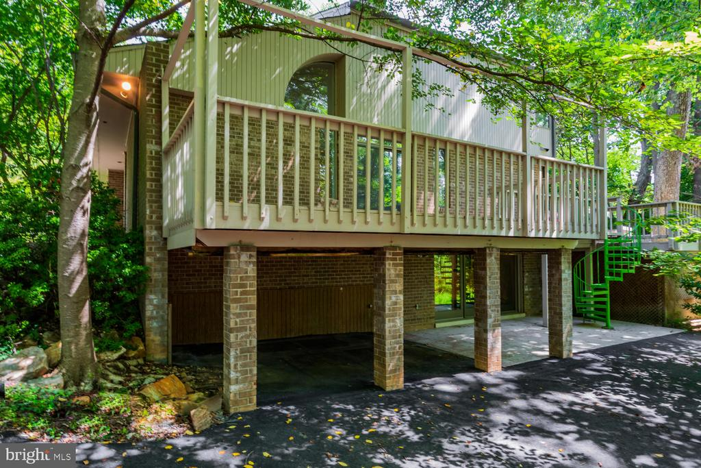 Exterior Deck - 8518 OLD DOMINION DR, MCLEAN
