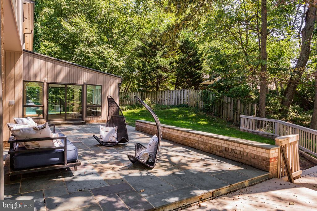Patio - 8518 OLD DOMINION DR, MCLEAN