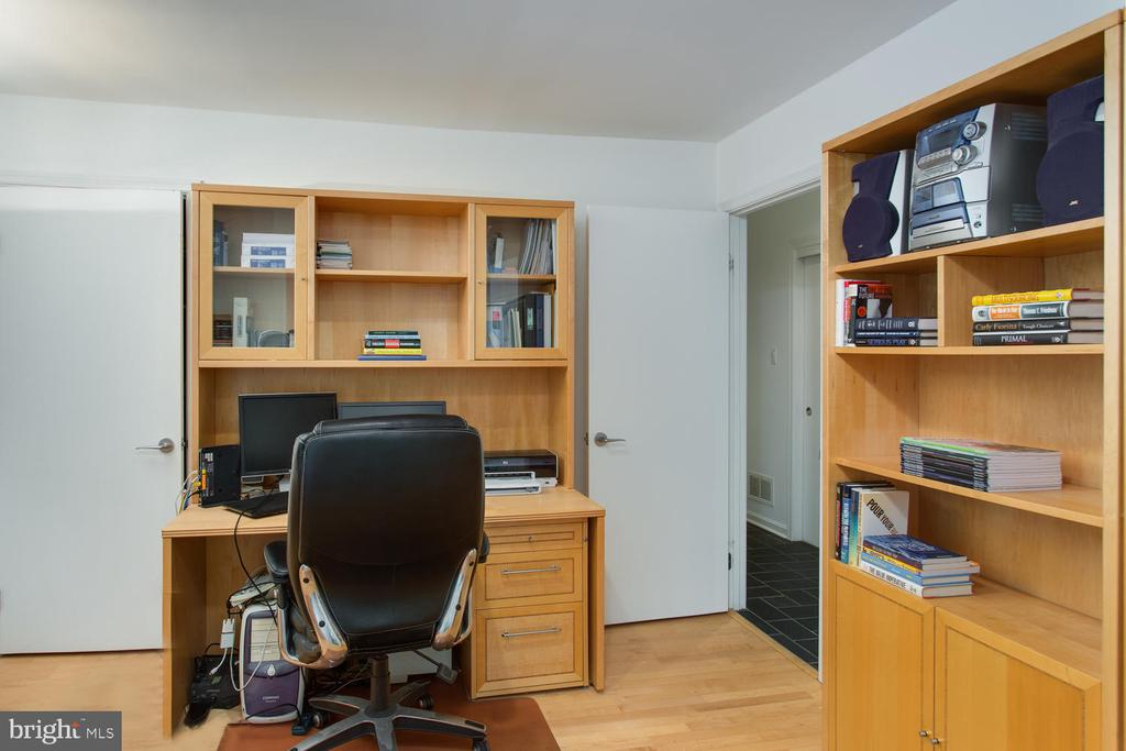 Office - 8518 OLD DOMINION DR, MCLEAN