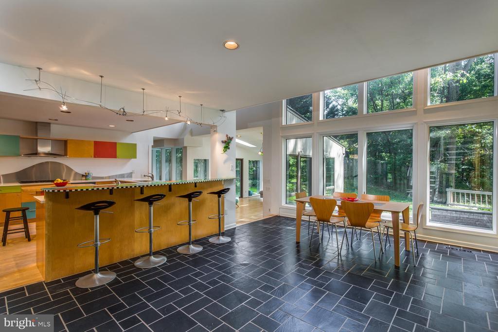 Kitchen/Breakfast Area - 8518 OLD DOMINION DR, MCLEAN
