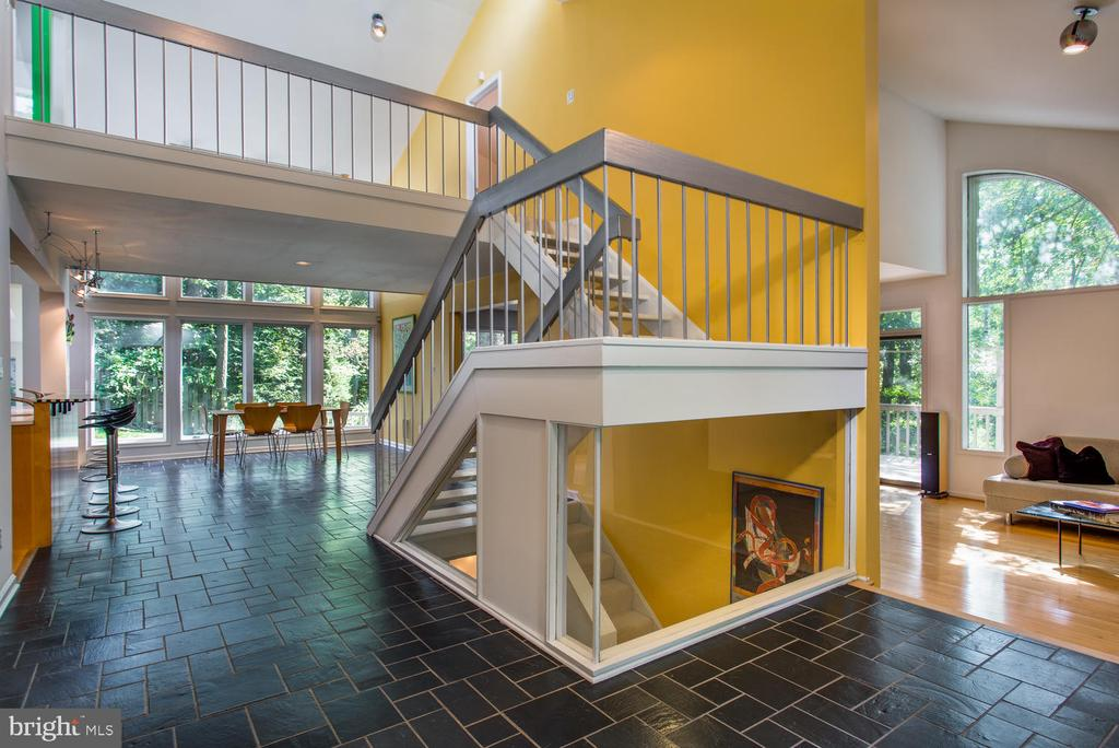 Foyer - 8518 OLD DOMINION DR, MCLEAN