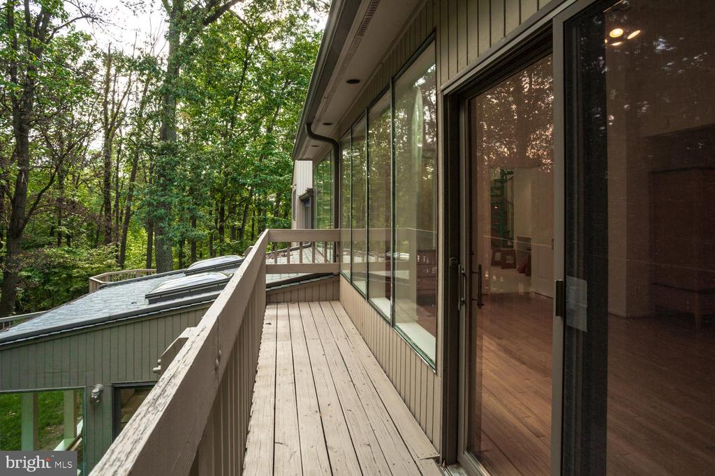 Owner's Suite Balcony - 8518 OLD DOMINION DR, MCLEAN