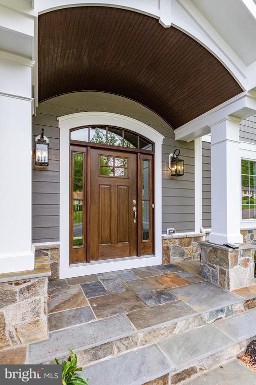 WELCOME HOME! - 2890 HIBBARD ST, OAKTON