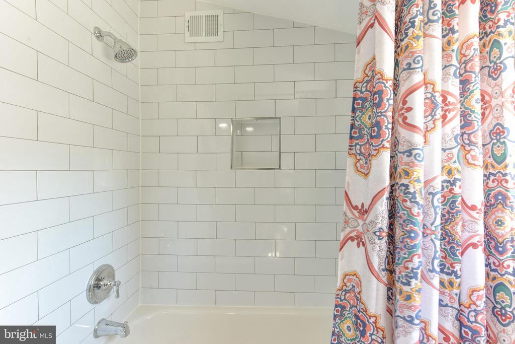 Newly remodeled full bath - 214 WOLFE ST, ALEXANDRIA