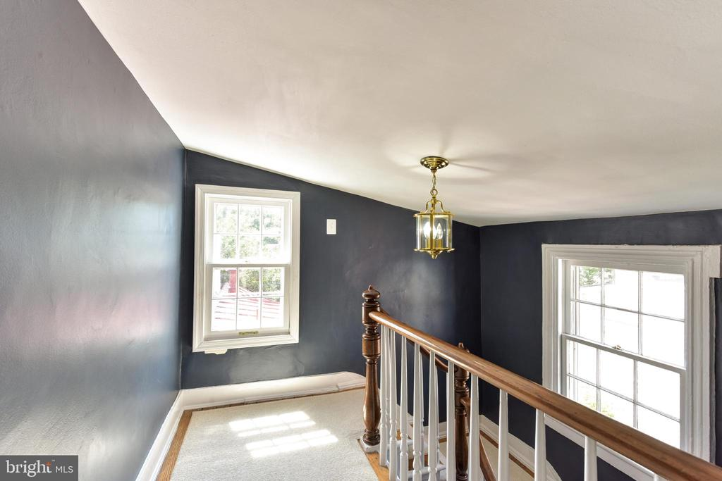 Light filled hall and staircase - 214 WOLFE ST, ALEXANDRIA