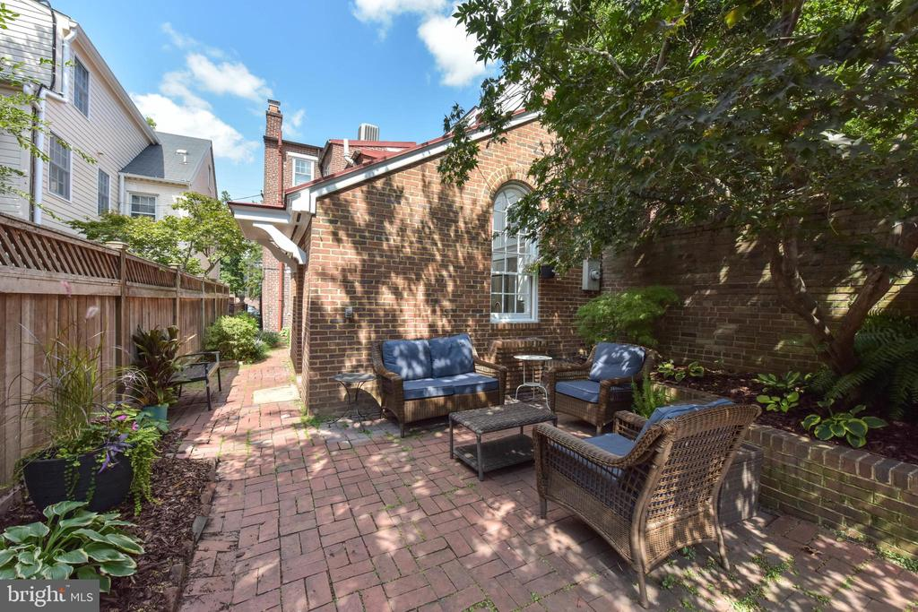 Wonderful patio for relaxation or entertaining - 214 WOLFE ST, ALEXANDRIA