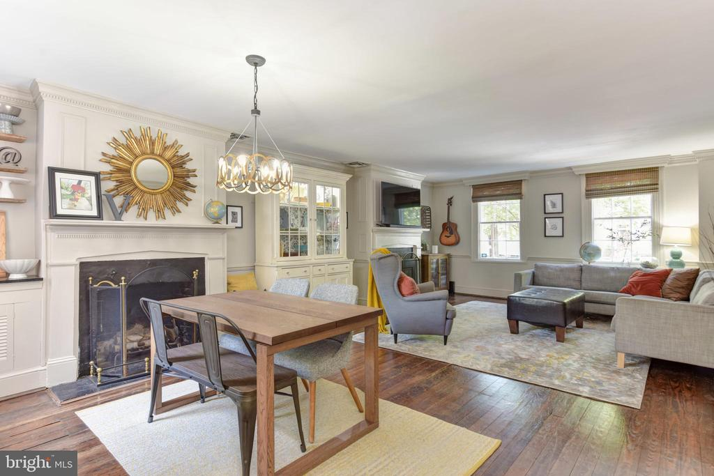 Exceptionally large living room - 214 WOLFE ST, ALEXANDRIA