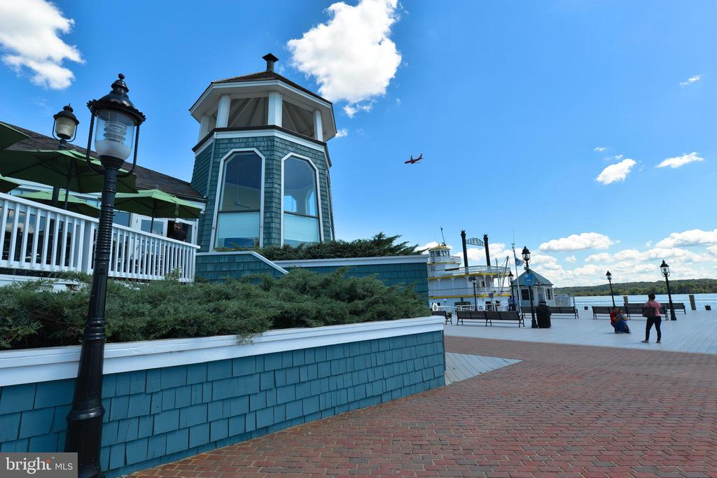 Just block to Old Town's waterfront - 214 WOLFE ST, ALEXANDRIA
