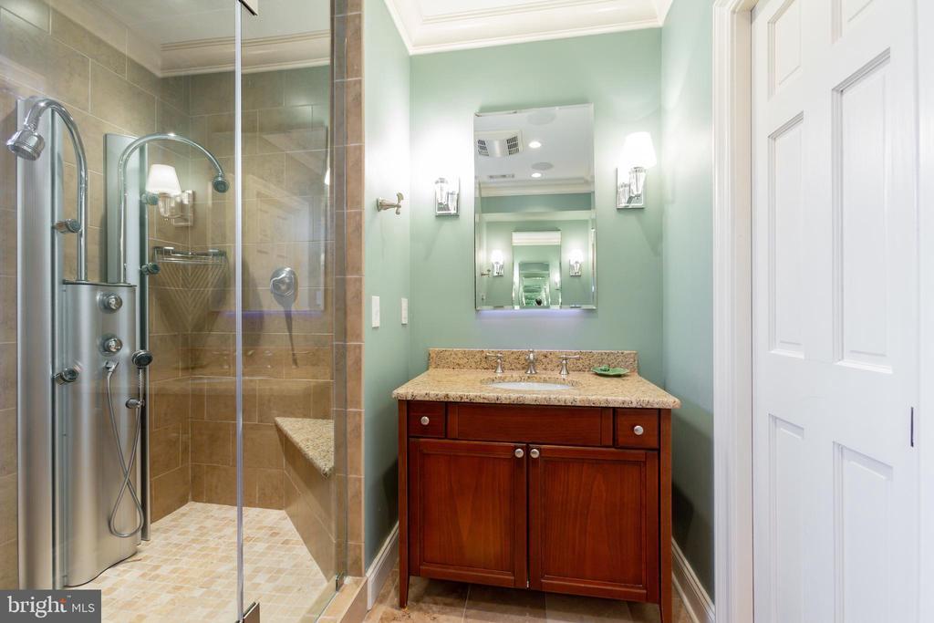 Dual Sinks - 6014 GROVE DR, ALEXANDRIA