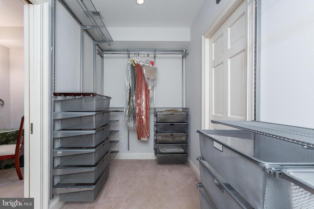 Suite Walk-in Closet - 6014 GROVE DR, ALEXANDRIA