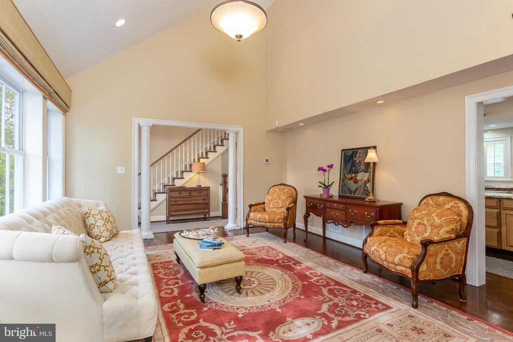 Two Story/ Sun-Filled Great Room - 6014 GROVE DR, ALEXANDRIA