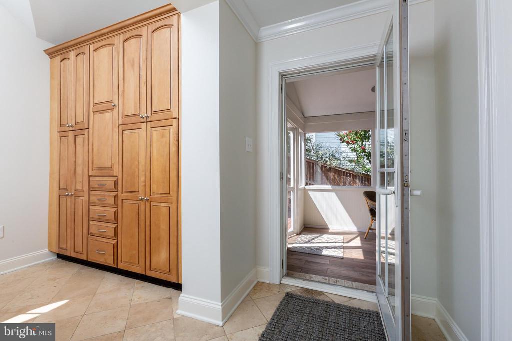 Costco Closet and Entry to Screened Porch - 6014 GROVE DR, ALEXANDRIA